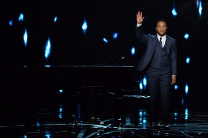 Vídeo: John Legend pone emotividad a los Oscar interpretando al piano dos canciones de La La Land