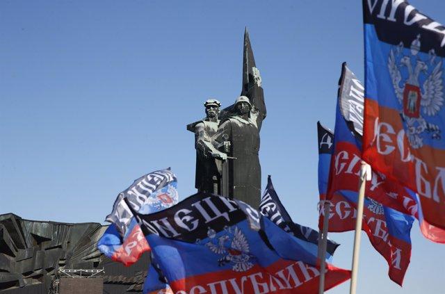 Banderas separatistas en Donetsk.