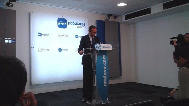 El presidente del PP vasco, Alfonso Alonso, en rueda de prensa