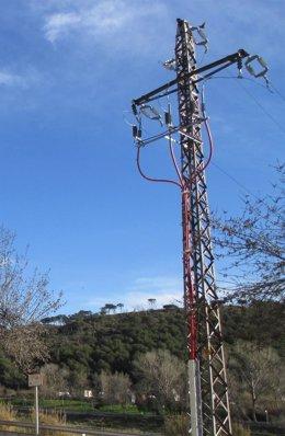 Uno de los soportes metálicos suprimidos en la zona del río Besòs, en Montcada