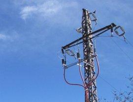 Endesa reforma la red eléctrica suprimiendo 280 metros de cableado aéreo en Montcada