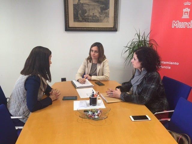Un grupo de nazarenas pide apoyo al Ayuntamiento de Murcia