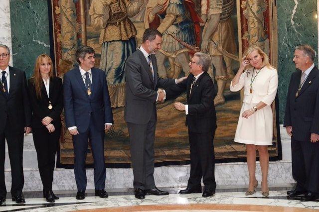 El Rey Felipe VI recibe en Barcelona la medalla de la Racef