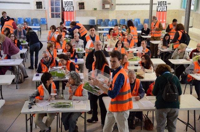 Imagen del escrutinio de los votos de la primera consulta ciudadana