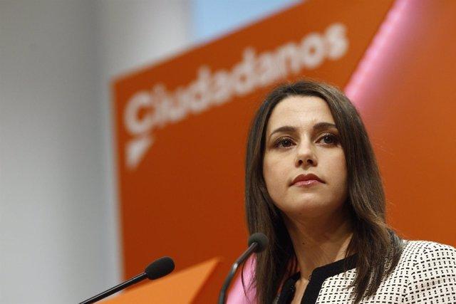 Inés Arrimadas ofrece una rueda de prensa tras la reunión de la Ejecutiva de Cs