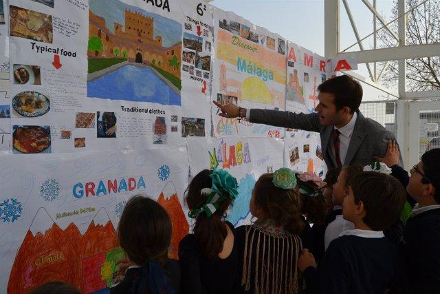 Algunos niños del colegio CEU San Pablo en celebrando el Día de Andalucía