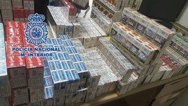 Recuperan 2.145 cajetillas de tabaco procedentes de un robo en un estanco y detienen a tres personas