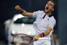 Bautista lidera el estreno de la 'Armada' en Dubai y Federer regresa con victoria