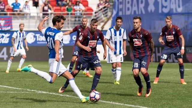 Xabi Prieto dispara en el Eibar - Real Sociedad