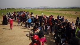 ACNUR alerta de que la restricciones fronterizas en Europa hacen a los migrantes optar por rutas más peligrosas