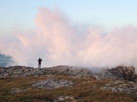 El litoral de Cantabria en riesgo extremo por olas de hasta nueve metros