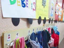 """Escuelas infantiles de Madrid bajan precios hasta un 78% con críticas de PP por """"adoctrinar niños y engatusar a padres"""""""