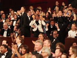La Academia pide disculpas pero no se responsabiliza por el error con el Oscar a la mejor película