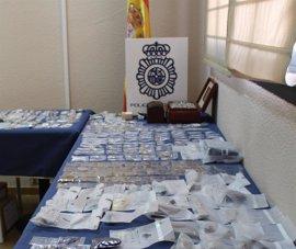 La Policía expone joyas y efectos de robos en domicilios en 2016 y 2017 para que sus dueños puedan recuperarlos