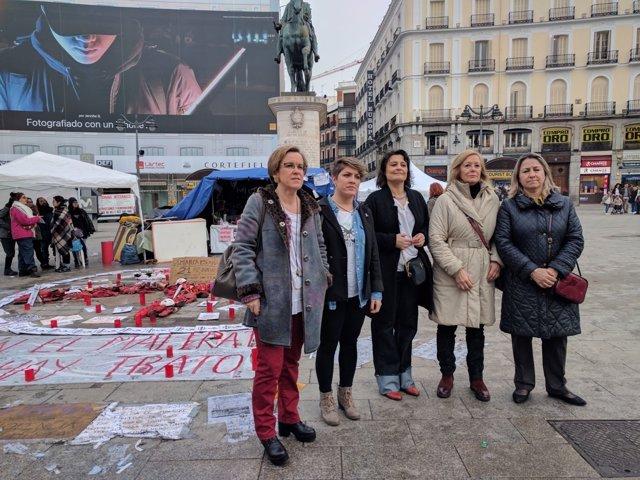 Causapié con las mujeres en huelga de hambre en Sol