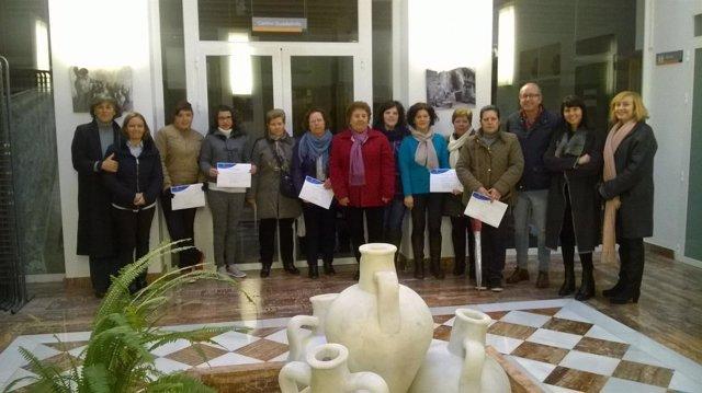 Una veintena de mujeres participan en un taller de biodanza 'Carmen de Burgos'.