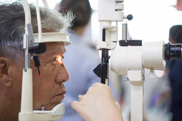 Desprendimiento de retina, oftalmólogo