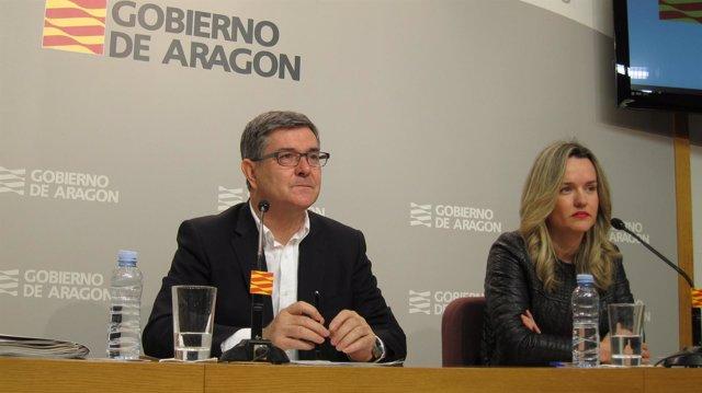 Vicente Guillén y Pilar Alegría, consejero del Gobierno de Aragón