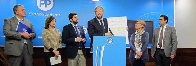Rueda de prensa del PP con Víctor Manuel Martínez a la cabeza