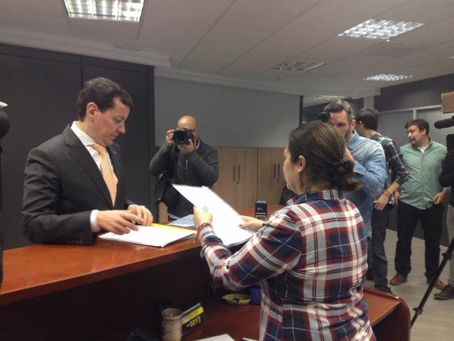 José Luís Bayo presenta sus avales en la sede del PPCV