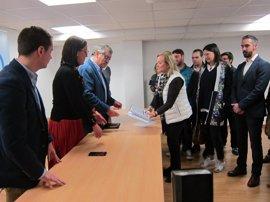 """La presidenta del PP de Asturias dice cumplir """"sobradamente"""" los requisitos, tras la anulación de alguno avales"""