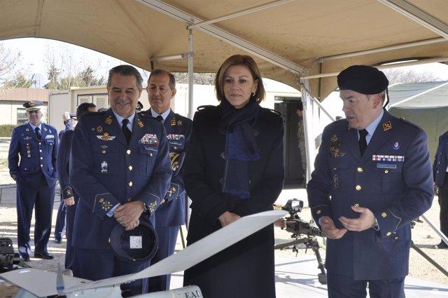 De Cospedal, en su visita a la Base de Zaragoza