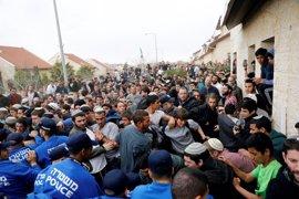 Israel desaloja a cientos de personas de dos viviendas de un asentamiento judío en Cisjordania