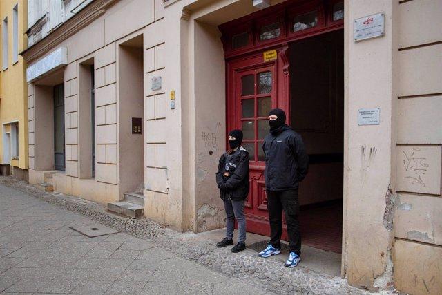 Agentes en la mezquita que frecuentaba Anis Amri