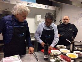 """Revilla reivindica el """"futuro enorme"""" de la gastronomía de Cantabria"""