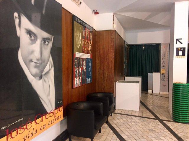 Imagen de algunos de los paneles y objetos personales del actor expuestos