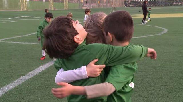 Niños jugando en las instalaciones del Canal en Chamberí