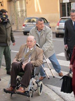Fèlix Millet, en silla de ruedas, a su llegada al juicio