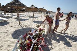 """Un informe británico afea a las fuerzas tunecinas su """"cobardía"""" en el atentado de Susa"""