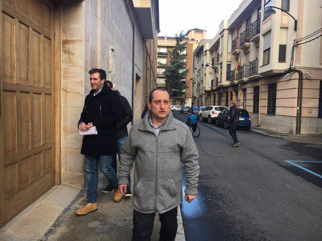 El colectivo de ex alumnos a su llegada al Obispado de Astorga.