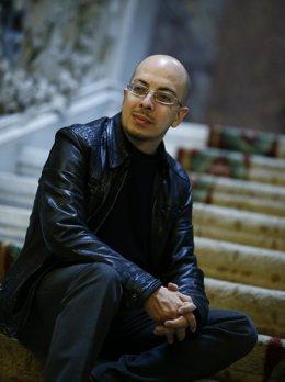 Entrevista con Jorge Volpi en la Sala Neruda de Casa de América. En Cibeles.
