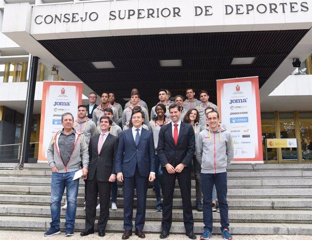 Equipo español de atletismo que viaja al Europeo de Belgrado