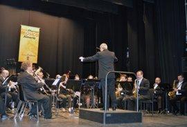 La música de la Banda Municipal adorna el Día de Andalucía en el Teatro Apolo de la ciudad de Almería