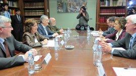 Aragón pide a la ministra de Sanidad más financiación para sanidad y servicios sociales