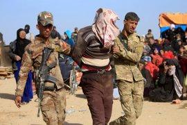 El Ejército iraquí intensifica los controles de seguridad entre los desplazados de Mosul en busca de yihadistas