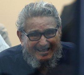 Abimael Guzmán, fundador de Sendero Luminoso, se sienta en el banquillo por el caso Tarata