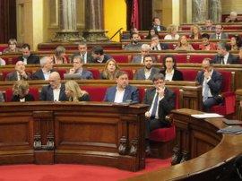 El Parlament vota una moción contra la LGTBfobia en plena polémica por el autobús de Hazte Oír