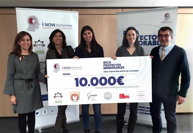 KNOW Alzheimer entrega la Beca Proyectos Memorables a un proyecto del Hospital C