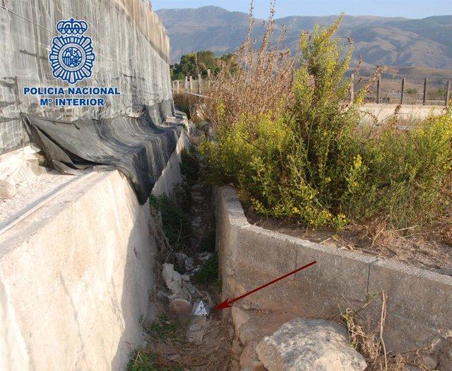 Acequia donde fueron encontrados los restos óseos