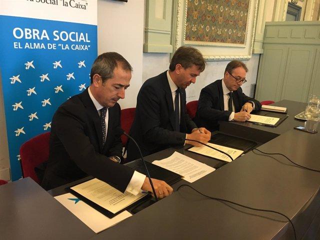 Firma del convenio Caixa-Ayuntamiento de Burgos.
