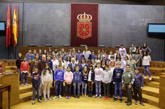 Participantes en el pleno infantil celebrado en el Parlamento de Navarra