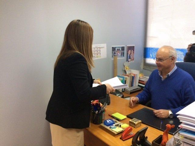Sáenz de Buruaga registra su candidatura