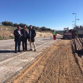 La Diputación comienza la reparación del acceso a La Bobadilla por la JA-3304