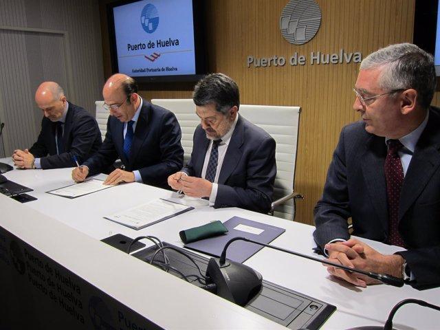 Acuerdo entre el puerto de Huelva y Enagás.