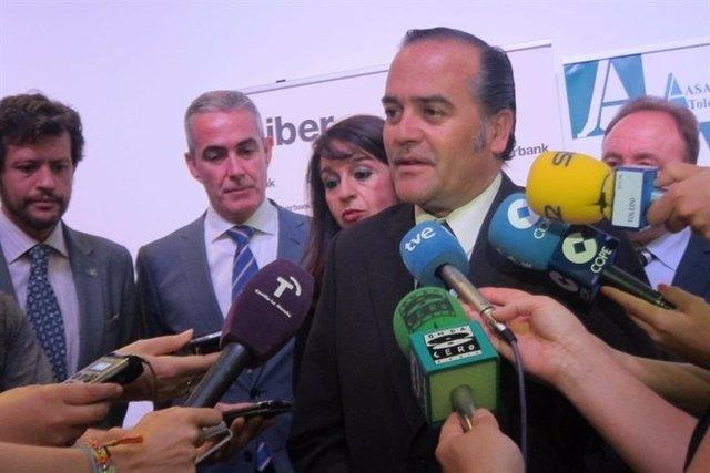 Gregorio atiende a los medios