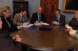 Diputación y Ayuntamiento de Cabra (Córdoba) amplían su convenio de colaboración en materia de gestión tributaria